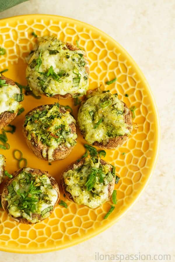 Stuffed mushrooms recipe with mozzarella cheese and grated broccoli are perfect for any party. An easy appetizer that everyone will love! by ilonaspassion.com I @ilonaspassion