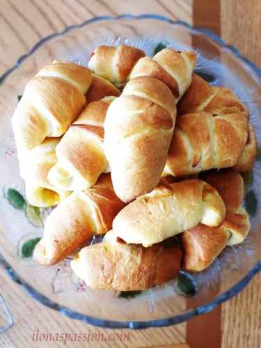 Buttermilk Crescent Rolls Recipe by ilonaspassion.com #crescent #rolls #buttermilk #nutella