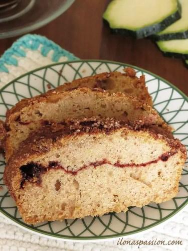 Cinnamon Zucchini Bread by ilonaspassion.com #zucchini #bread #cinnamon