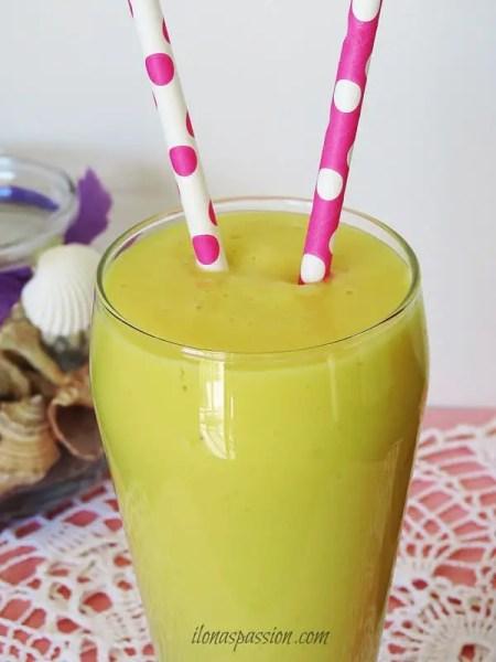 Buttermilk Mango Banana Smoothie by ilonaspassion.com I @ilonaspassion