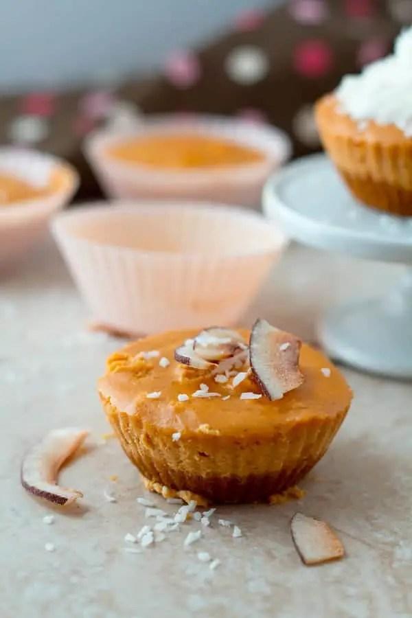 Easy cheesecake bites with pumpkin, greek yogurt as little cupcakes by ilonaspassion.com I @ilonaspassion