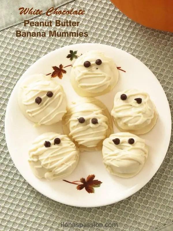 White Chocolate Peanut Butter Banana Mummies. Perfect for Halloween! By ilonaspassion.com