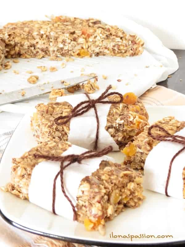 Healthy Homemade Granola bars by ilonaspassion.com