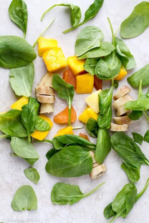 Spinach, mango, banana, cantaloupe to make green smoothie that has many benefits by ilonaspassion.com I @ilonaspassion