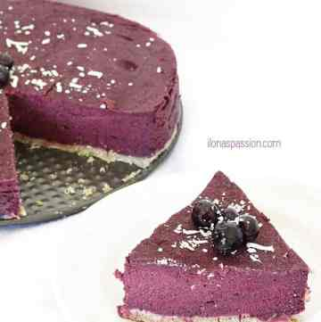Vegan Blueberry Cake - Gluten free, soy free, dairy free, peanut free blueberry cake. Totally vegan blueberry cake made with just healthy ingredients. Perfect Blueberry Cake by ilonaspassion.com I @ilonaspassion