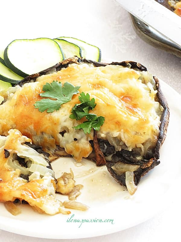 Portobello Mushrooms with Parmesan and Onions - Stuffed Portobello Mushrooms with parmesan and caramelized onions. Healthy, vegetarian and baked to perfection portobello mushrooms. Ready quickly! by ilonaspassion.com I @ilonaspassion