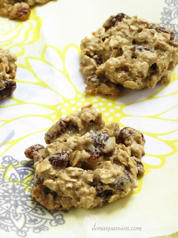 Gluten Free Oat and Raisin Cookies by ilonaspassion.com #oatandraisin #cookies #raisincookies #glutenfree