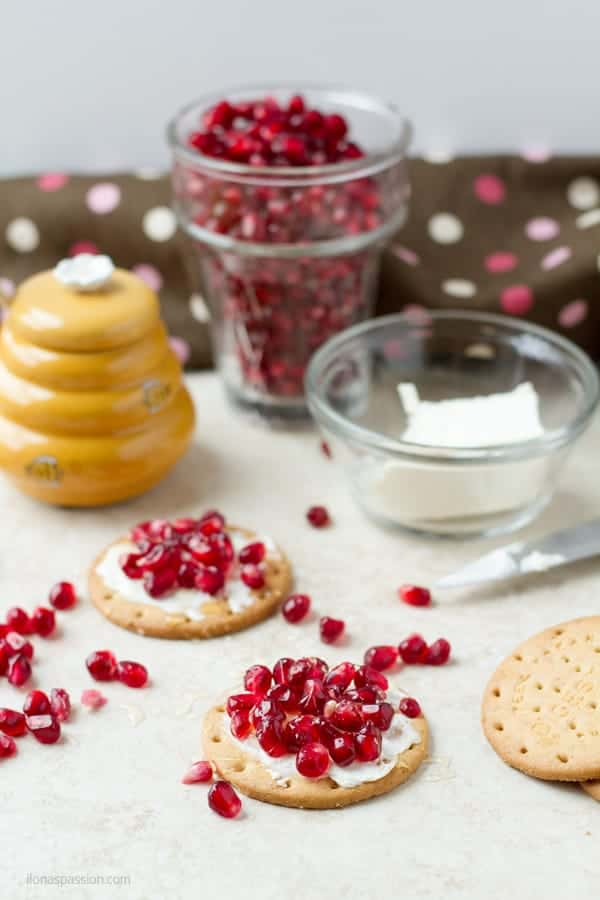 Healthy snack idea with cream cheese and crackers, pomegranate and drizzled with honey ilonaspassion.com I @ilonaspassion