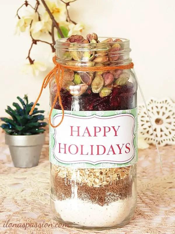 9 Easy to make Homemade and Edible Christmas Gifts on ilonaspassion.com