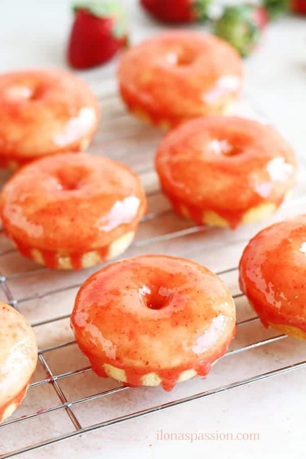 Strawberry Shortcake Baked Mini Buttermilk Donuts - An easy recipe for strawberry shortcake baked mini buttermilk donuts. These delicious glazed strawberry donuts are perfect for breakfast, Valentine's Day or Tea Party by ilonaspassion.com @ilonaspassion