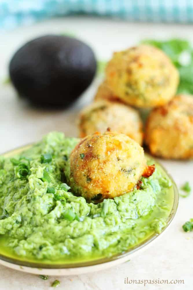 Baked Rice Balls with Avocado Cilantro Dip - Arancini baked rice balls recipe made with cilantro, parmesan and cheddar cheese. Topped with creamy avocado cilantro dip by ilonaspassion.com I @ilonaspassion