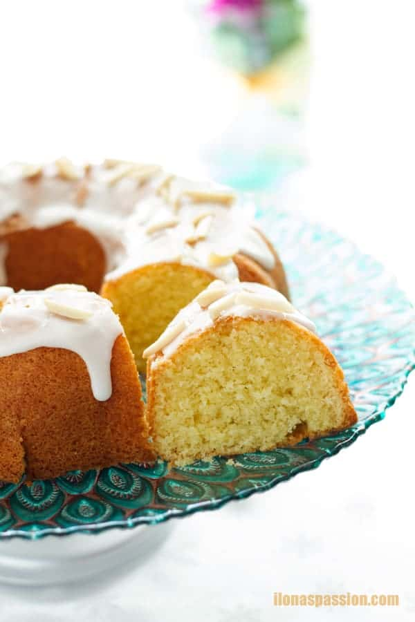 A cut piece of glazed cake with lemon icing and made with vanilla extract by ilonaspassion.com I @ilonaspassion
