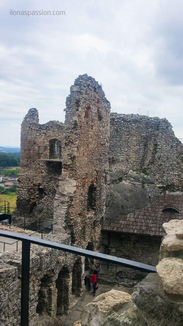 Interesting castles in Poland including Ogrodzieniec and Bedzin Castle. Travel tips and guide. Many reasons you need to visit Eastern European Poland by ilonaspassion.com I @ilonaspassion