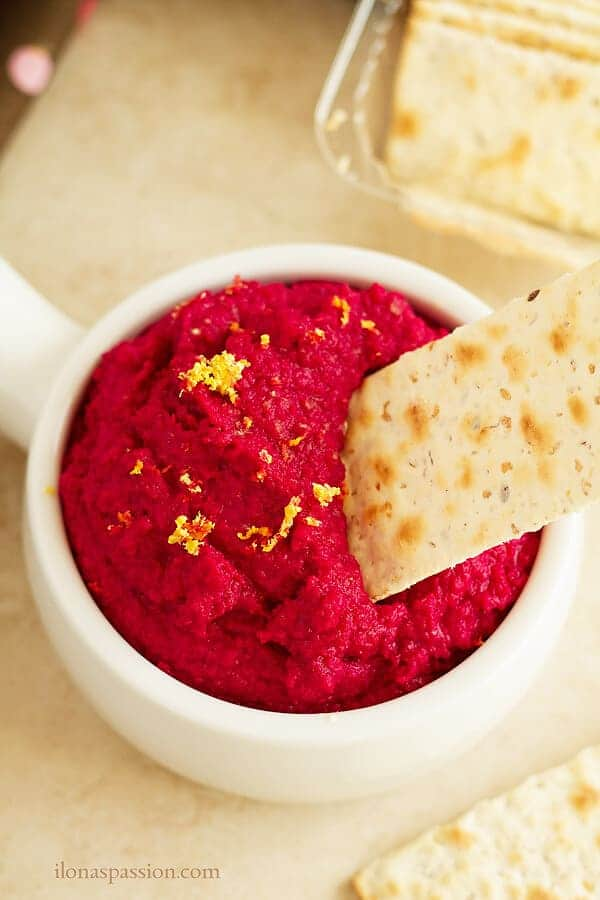 Easy and healthy beet hummus is perfect for appetizer during parties. This vegan hummus is packed with simple ingredients like chickpeas, beet and garlic. Vegan, vegetarian by ilonaspassion.com I @ilonaspassion
