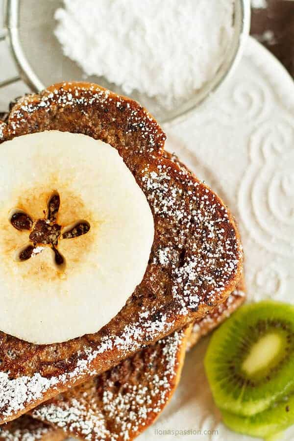 Fluffy french toast made with chocolate and few other simple ingredients. Mouthwatering brunch idea by ilonaspassion.com I @ilonaspassion