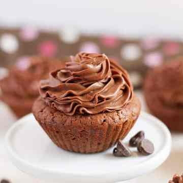 Chocolate Cupcakes with soft homemade frosting by ilonaspassion.com I @ilonaspassion