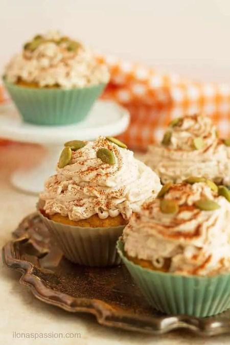 If you love pumpkin pie try these easy moist pumpkin spice cupcakes by ilonaspassion.com I @ilonaspassion