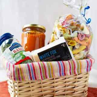 Pasta basket gift idea for Christmas and other occasion by ilonaspassion.com I @ilonaspassion