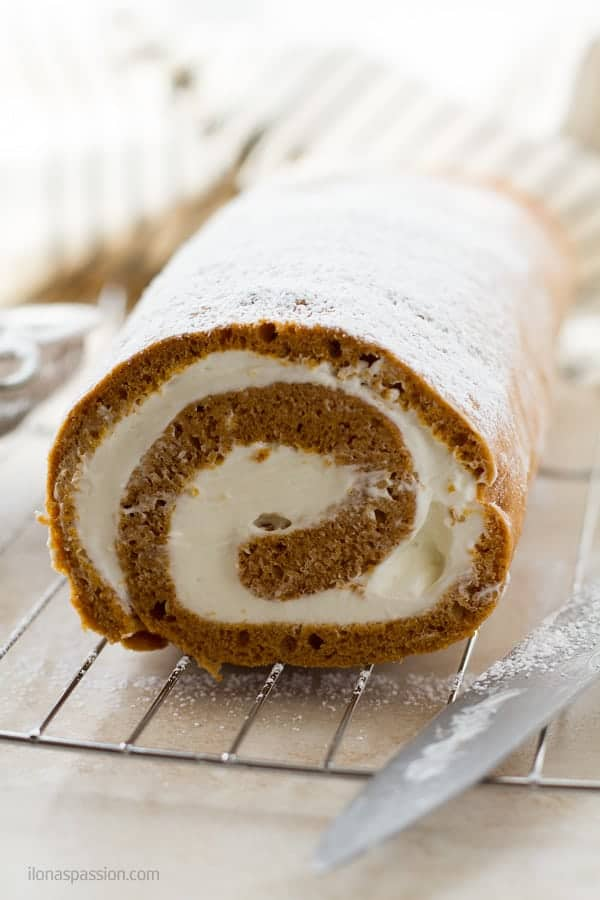 A swiss roll cake with whipped cream and mascarpone cheese by ilonaspassion.com I @ilonaspassion