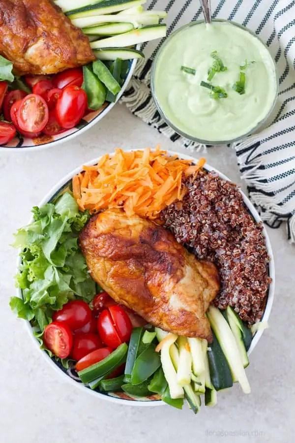Buddha veggie bowl with baked chicken with creamy avocado dressing by ilonaspassion.com I @ilonaspassion