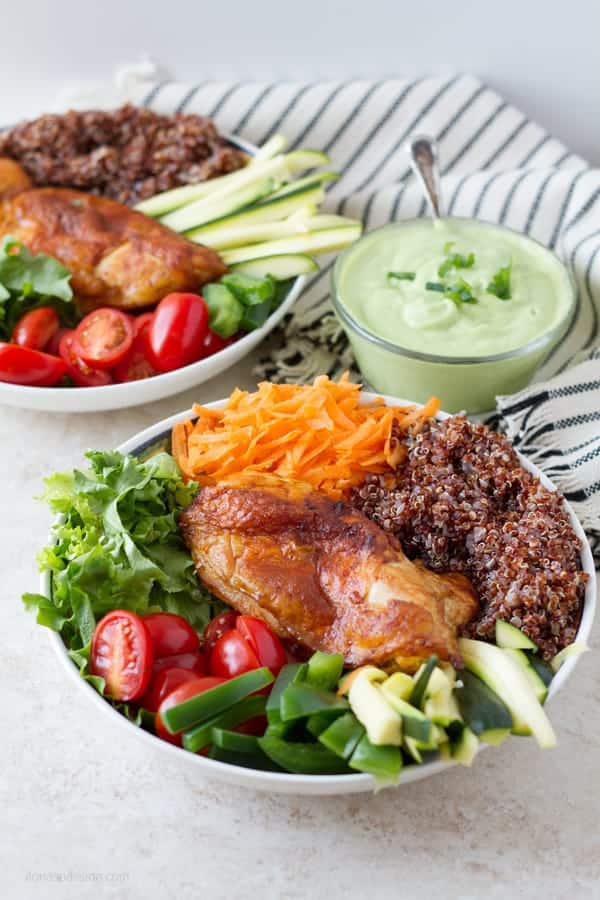 Chicken buddha bowl with tomatoes, lettuce, carrot, zucchini, quinoa and green pepper topped with avocado dressing by ilonaspassion.com I @ilonaspassion