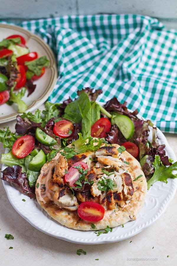 Grilled chicken with harissa and lettuce.