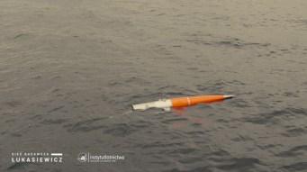 Dryfowanie głowicy zprzedziałem ładunku użytecznego napowierzchni Morza Bałtyckiego.