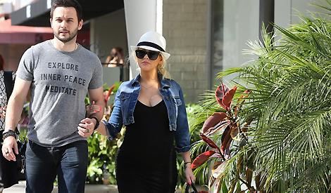Christina e Matthew em compras