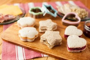 rsz_young_kids_sandwiches_[1]