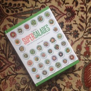 Detox boekrecensie: Supersalades van David Bez. 500 recepten voor in een detox kuur, geschikt voor vegetarische of veganistische recepten.