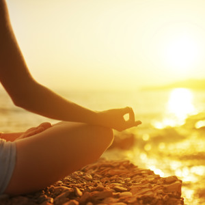 Leer om niets te doen. Het is een mooie manier om los te laten, detoxen, en weer nieuwe energie op te doen in ons drukke bestaan met alle prikkels. mediteer, kijk naar de wolken of maak een mooie wandeling.