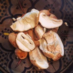 Detox recept voor hoofdmaaltijd: Ronde rijst, garnalen met bimi en shiitake. Voedzaam, vullend en vol vezels!