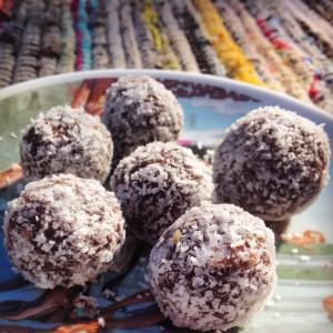 Detox snack: Blissballs, gezonde dadelsnacks met cashewnoten en cranberries. Meer weten over een detoxkuur? Neem contact op met de detoxcoach van I love Detox