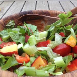 Detoxsalade met abrikozen en avocado,. heerlijke zomerse salade bij een BBQ of gewoon als detox lunch!