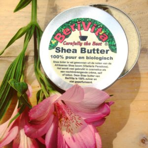 shea butter natuurlijke verzorging zonder chemische toevoegingen . Ideaal voor tijdens een detox kuur en te gebruiken als alternatief voor Nivea, Oil of Olaz of Vichy. Een natuurlijk manier van verzorging. Prima als gezichtscrème of bodylotion.