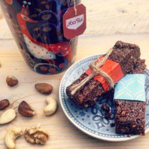 Detox recept: detox chocolade noten repen. Suikervrij lactosevrij en ideaal voor kindertraktatie op school of tijdens een kinderfeestje