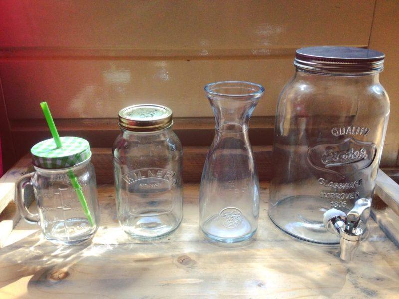 10 tips om zelf detox water of fruitwater te maken. Makkelijk thuis, voor onderweg, tijdens afvallen, detoxkuur of kinderfeestje!