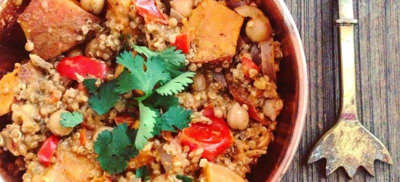 Detox recept voor verwarmende hoofdmaaltijd quinoa zoete aardappel en kikkererwten in pittige curry. Voedzaam en passend in dieet bij afvallen of in een detox kuur. Voor de detox mogelijkheden vraag uw detoxcoach