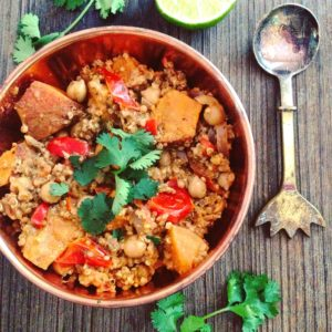 Detox recept voor verwarmende hoofdmaaltijd quinoa zoete aardappel en kikkererwten in pittige curry. Voedzaam en passend in dieet bijgevallen of in een detox kuur. Voor de detox mogelijkheden vraag uw detoxcoach