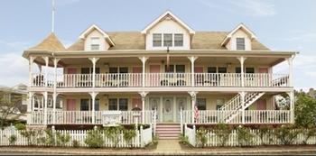 The-Dockside-Inn-in-Oak-Bluffs-Massachusetts-02557