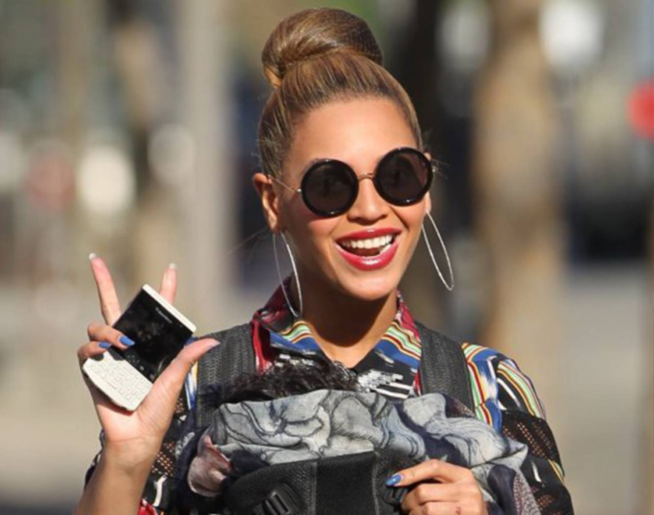 Beyonce-wearing-sunglasses-Photo-Pinterest