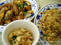 Enjoying the clams and seafood fried rice! Very very fresh. And very very cheap. Unfortunately two of us cannot order more :(