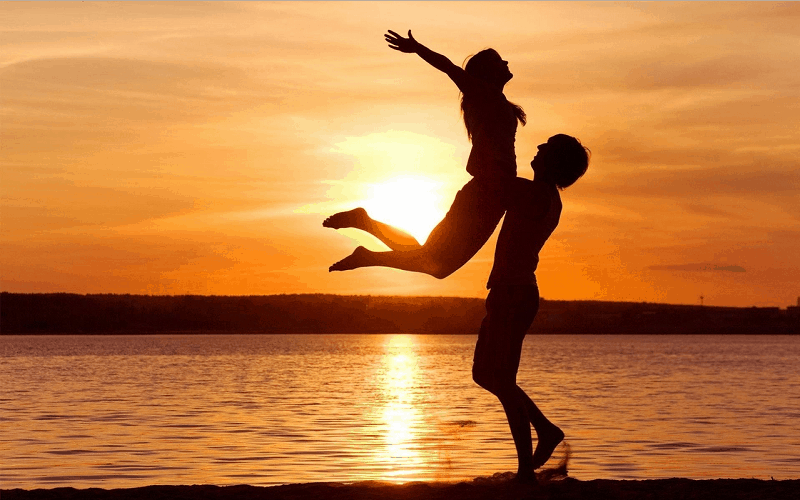 100 Romantic Good Evening Messages For Her & Him