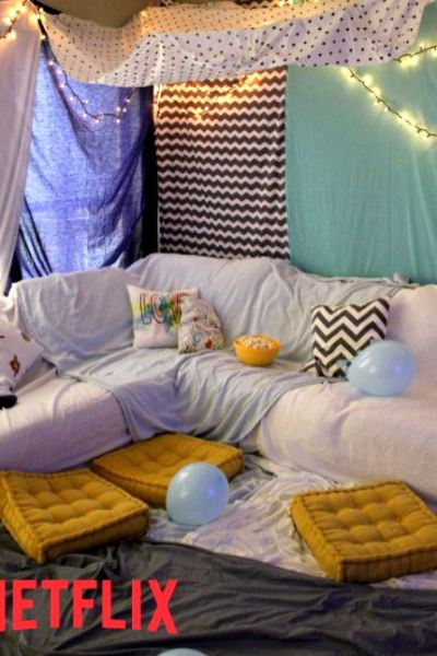 18 Netflix Titles for Family Movie or TV Night + DIY Blanket Fort #StreamTeam