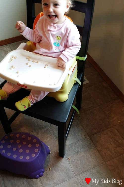 without-the-highchair-bib-messes-are-made-instantly