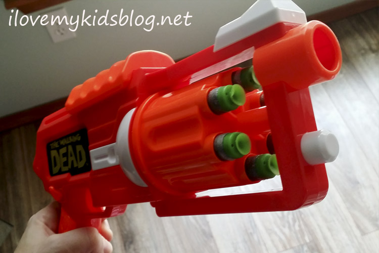 air-warriors-the-walking-dead-carls-revolver-holds-up-to-6-darts-and-has-continuous-fire