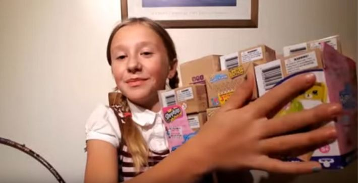unboxing-30-boxes-of-shopkins-happy-places