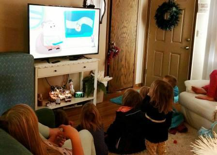 little kids watching P king duckling