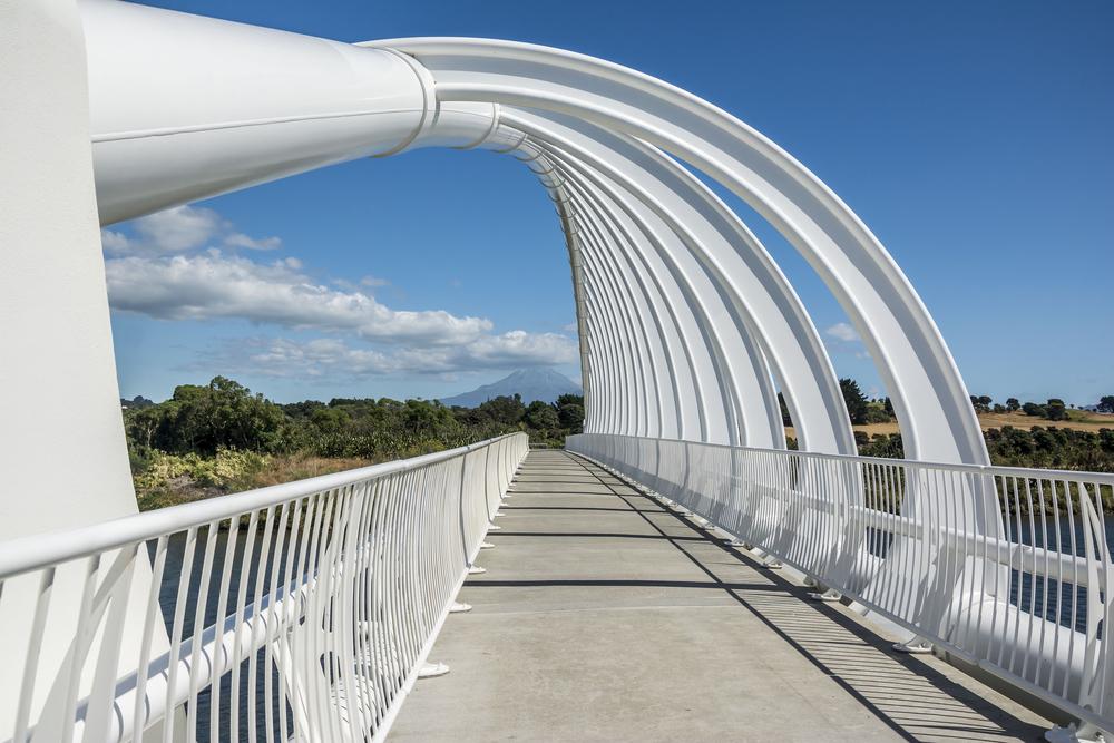 te-rewa-rewa-bridge-with-mount-taranaki