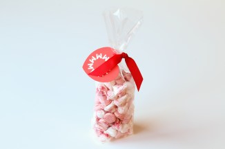 RASPBERRY MERINGUE KISSES £4.75
